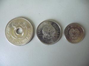 3 x Münze Papua Neuguinea 1 Kina 20 / 10 Toea 2004-06