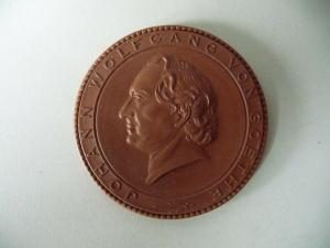Medaille Johann Wolfgang v. Goethe Wohnhaus Weimar / Böttgersteinzeug Meißen