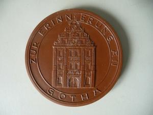 Medaille 1200 Jahre Gotha 1975 Rathaus / Böttgersteinzeug Meißen