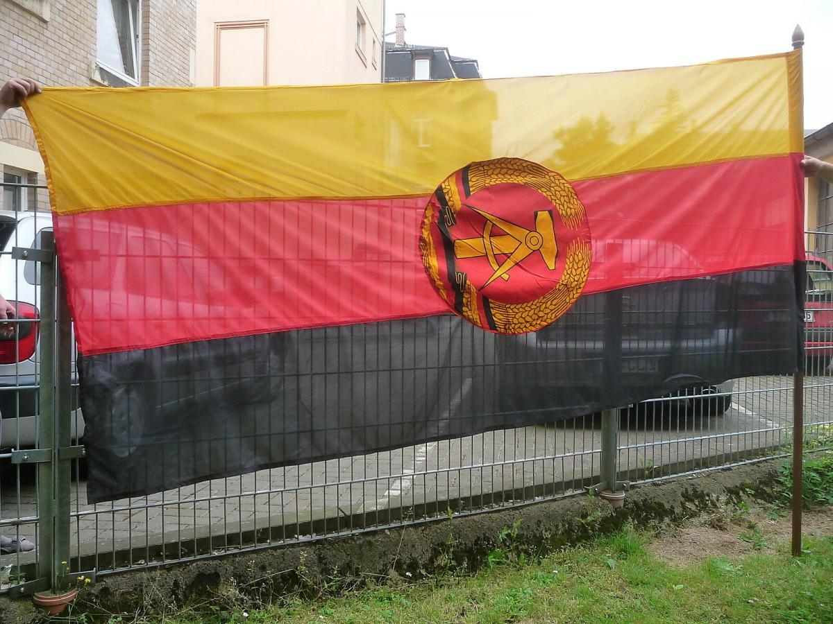 Große DDR Fahne Staatswappen schwarz rot gold mit Fahnenstange 0