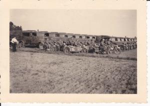 Orig. Foto KFZ-Station Wehrmacht Laster Motorräder Soldaten Briesnitz Schlesien