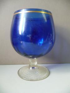 Stattliches blaues Glas Pokalglas
