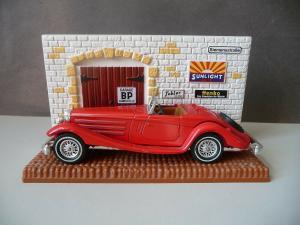 Automodell Matchbox Yesteryear Mercedes Benz 540K mit Kulisse