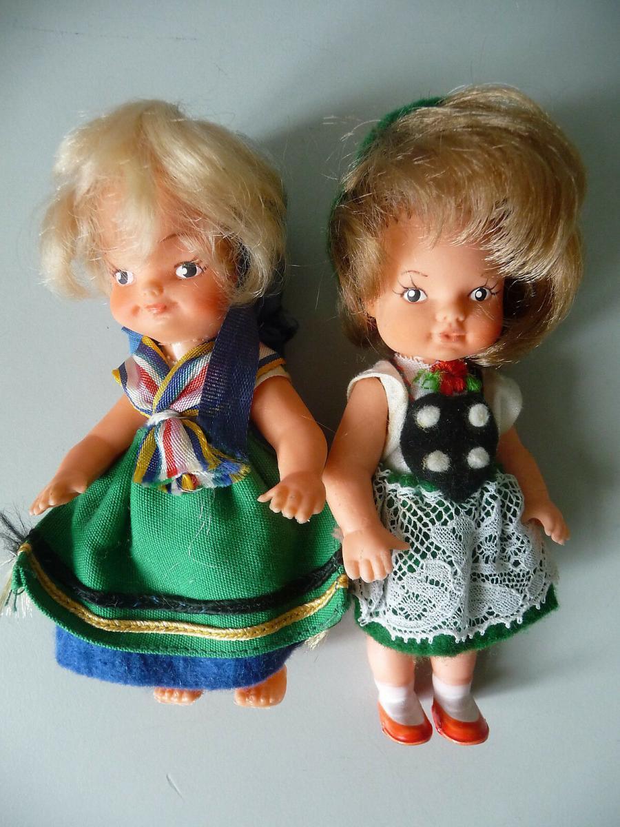 2 kleine Trachtenpuppen Püppchen Dolls 0