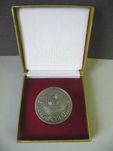 Medaille Auszeichnung VEB Wäscheunion  im Etui