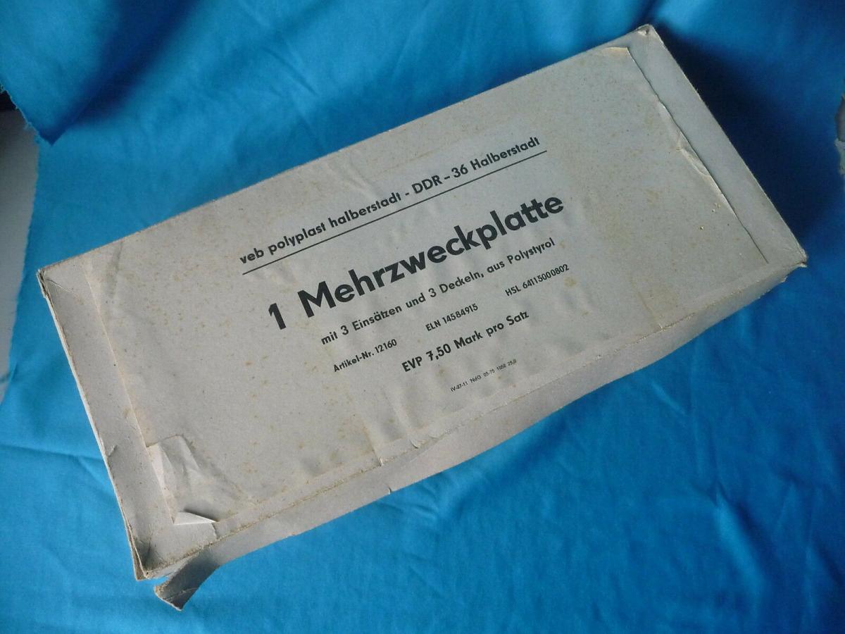 Set Platte + 3 Deckeldosen aus Plaste/ VEB Polyplast Halberstadt DDR 2