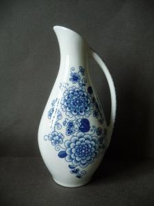 Kleine Vase Krug mit Henkel weiß-blau / Unterweissbach Porzellan