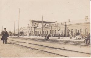 Orig. Foto Bahnhof Osteuropa Personen Reisende ca. 1915