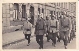 Orig. Foto Postkarte Soldaten Aufmarsch Parade Essen?