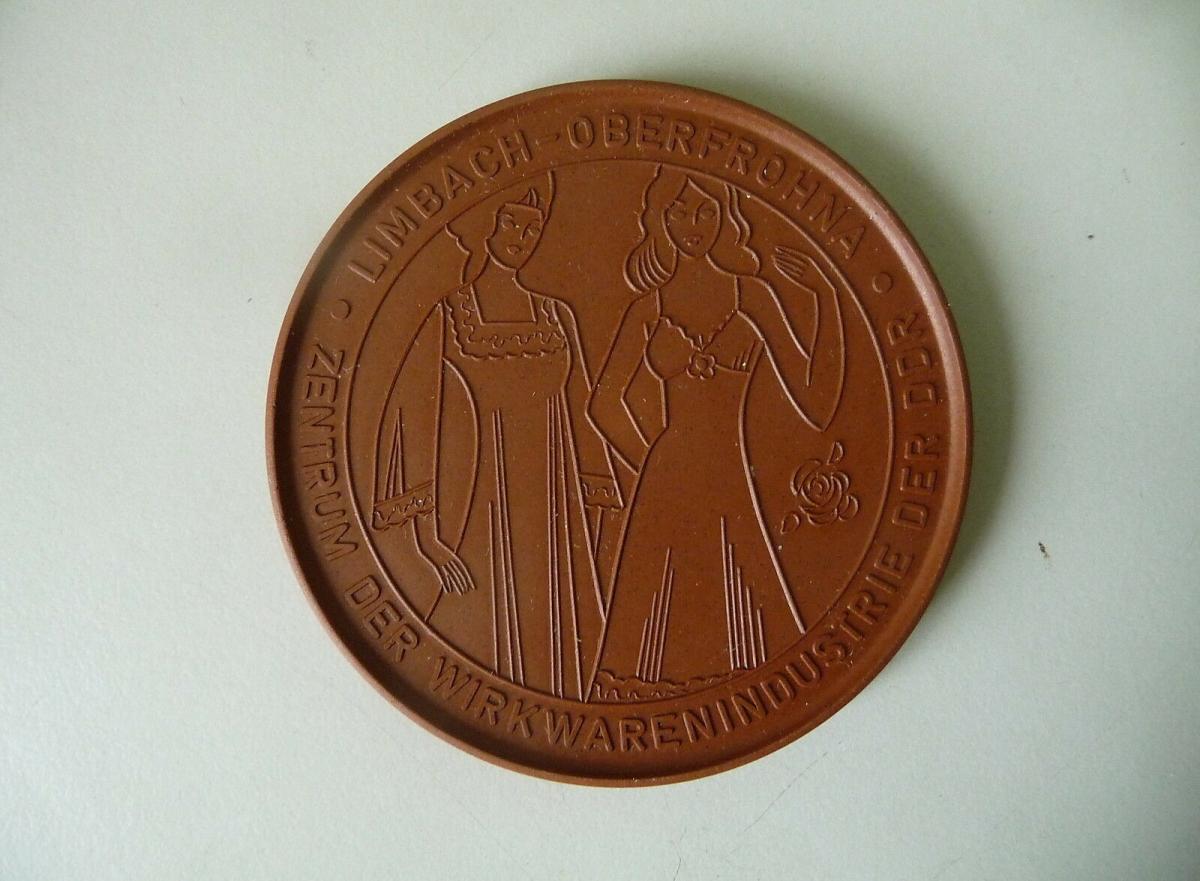 Medaille Limbach-Oberfrohna 1983 Wirkwarenindustrie / Böttgersteinzeug Meißen 0
