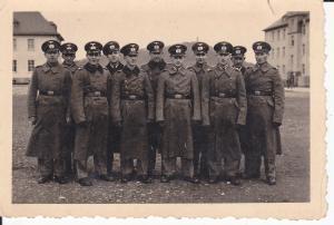 Orig. Foto Gruppenbild Soldaten Wehrmacht Kasernenhof 1941