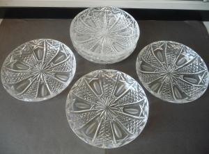 6 kleine flache Glasschüsseln Salatschüsseln mit Schliffdekor