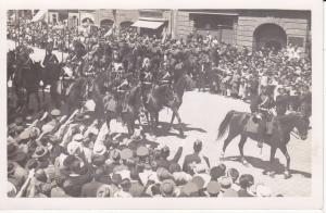 Orig. Foto Umzug Parade Soldaten Reiter Unbekannter Ort
