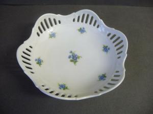 Kleine Schale Konfektschale Durchbrucharbeit Blumendekor / Lichte Porzellan