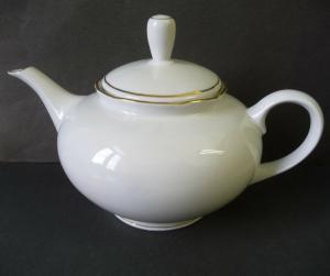Teekanne weiß Goldrand / Könitz Porzellan
