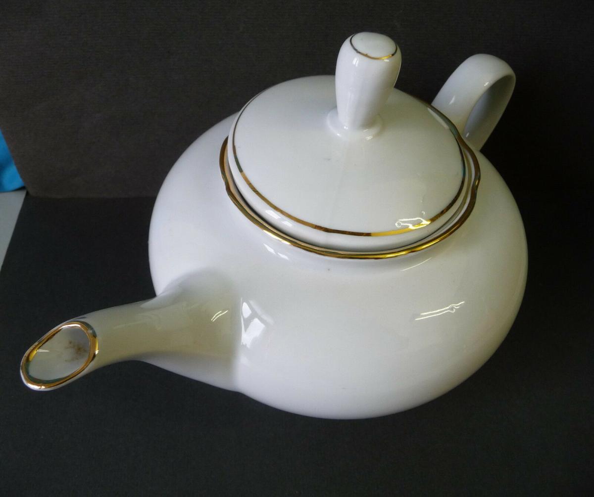 Teekanne weiß Goldrand / Könitz Porzellan 1