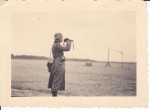 Orig. Foto Soldat Trompete blasend Stahlhelm WK II Russland?