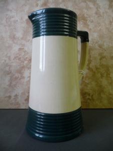 Schöner Krug weiß-grün für die Landhausküche