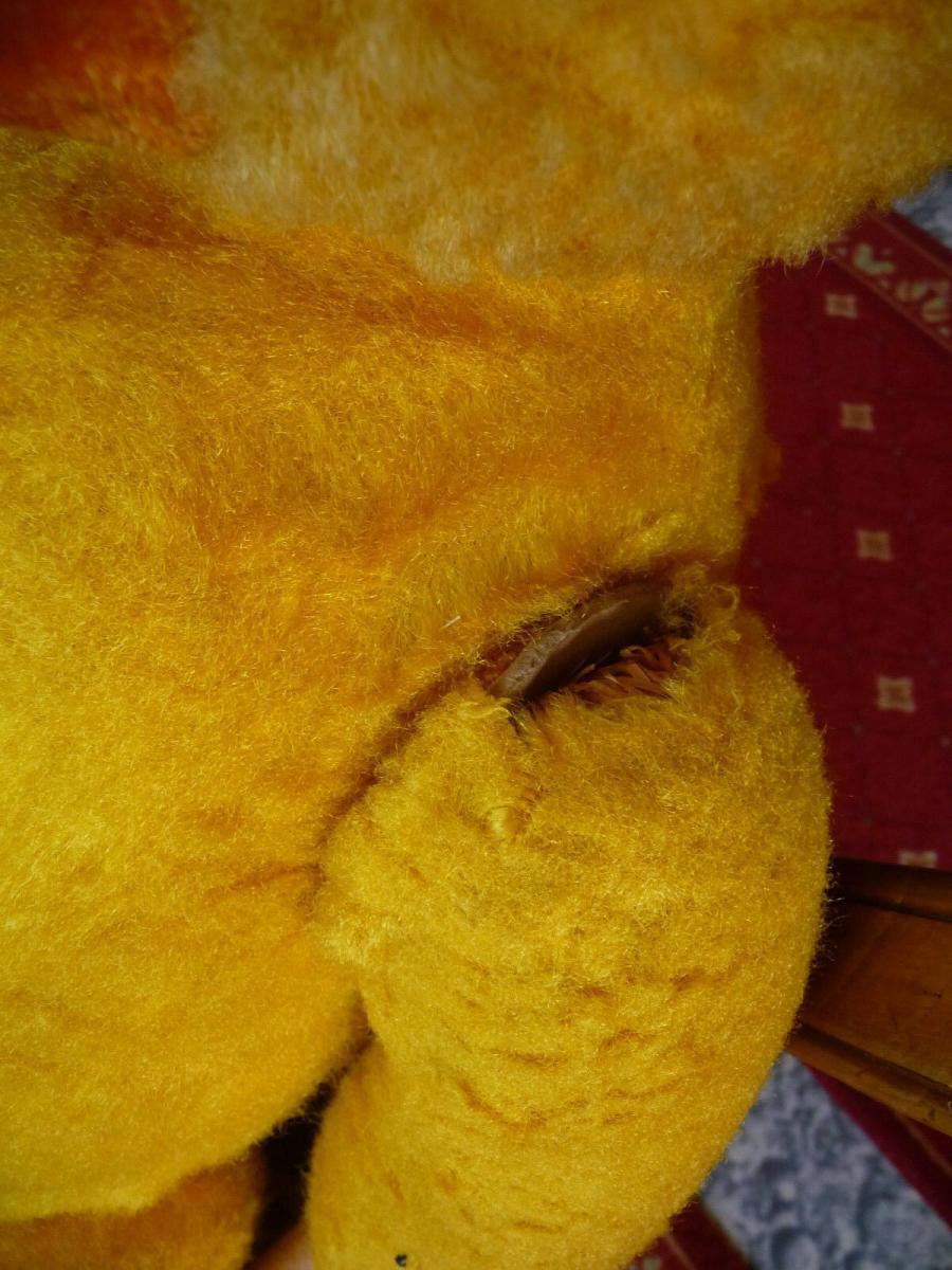 Großer alter Teddybär mit blauer Cordjacke und Hose 5