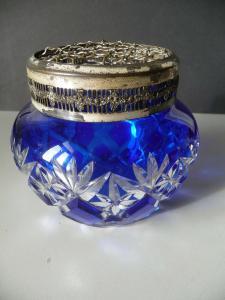 Glasdose blau mit Metallaufsatz Einsatz Gitter