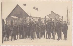 Orig. Foto Gruppenbild Soldaten mit Ski Winter WKII