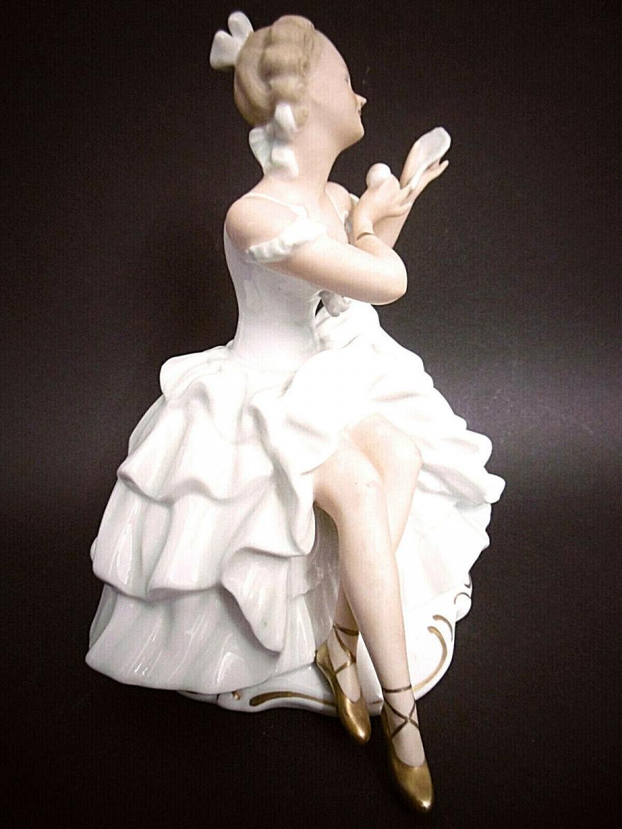 Wunderschöne sitzende Tänzerin , Wallendorf Porzellan , Höhe ca. 20 cm 1