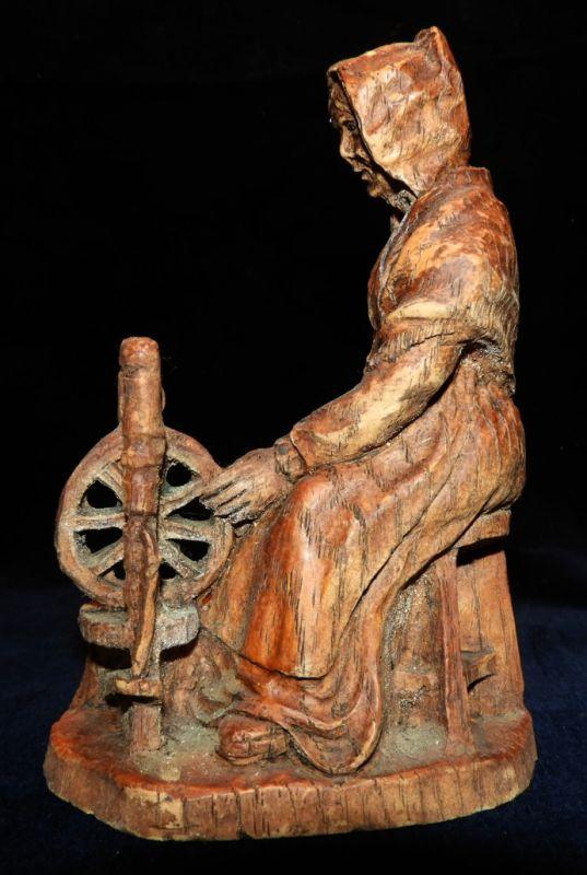 SIC Holzfigur / Mütterchen am Spinnrad / signiert 1