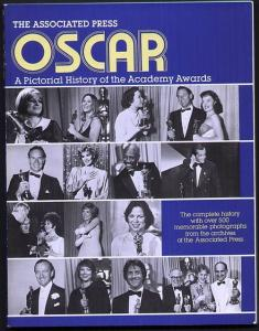 Oscar. A pictorial history of the Academy Awards, The complete history with over 500 memorable photographs from the archives of the Associated Press. Simonet, Thomas