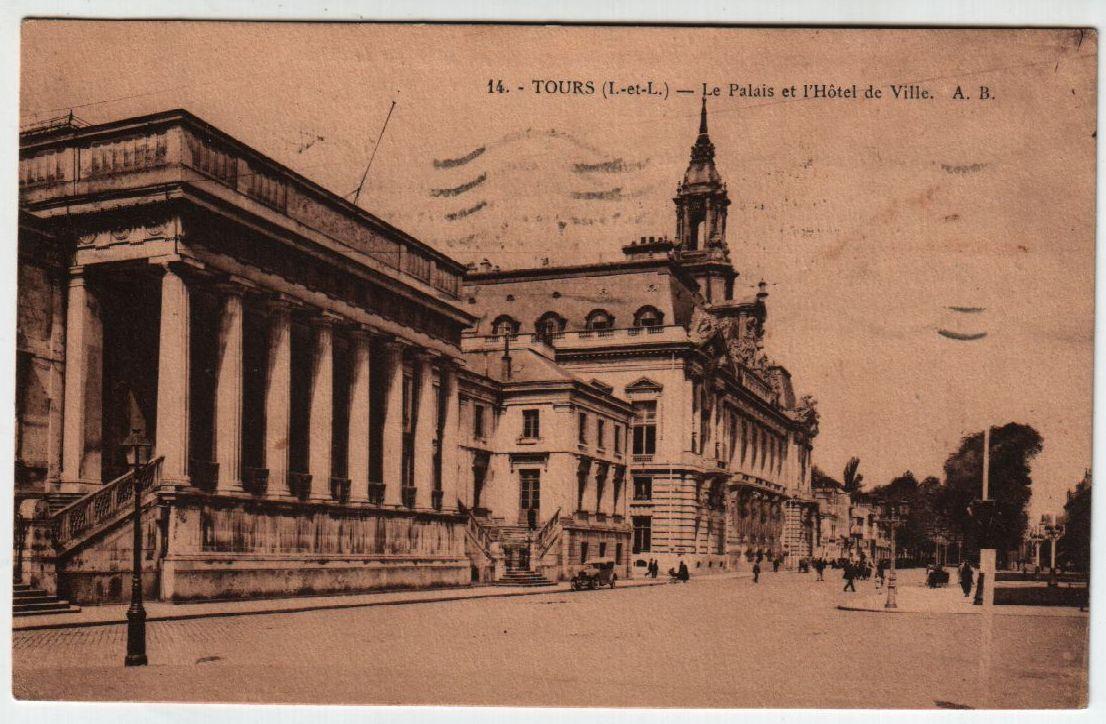 Tours - Le Palais et l`Hotel de Ville 0
