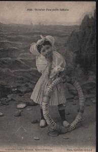 Un Baiser d`une petite Sablaise - Lucien Amiaud Sables d Ollone