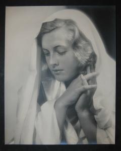 Burgdorf - Porträt einer schönen Frau - Photographie 1935