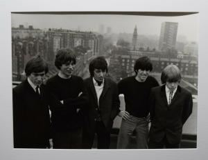ORIGINAL-VINTAGE-PHOTO- ROLLING STONES AUF EINER DACHTERASSE IN LONDON 1967