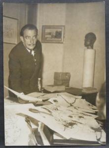 ORIGINAL-PHOTO SALVADOR DALI - PRESSEKONFERENZ IN PARIS 1974 - VINTAGE