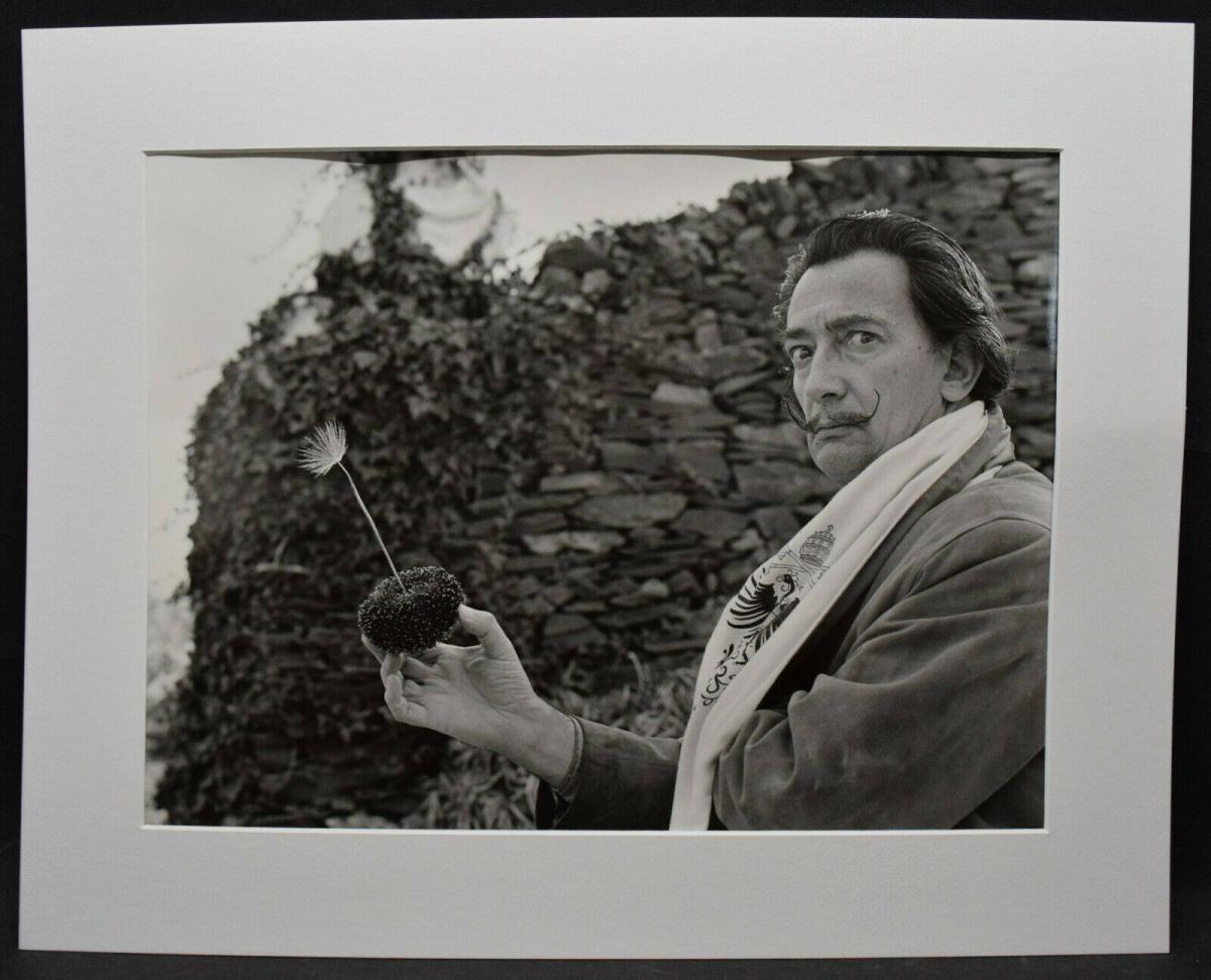 SALVADOR DALI MIT MOHN-BLUME -  ORIGINAL-PHOTOGRAPHIE ROM 1957 0