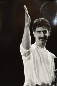 FRANK ZAPPA - ORIGINAL-VINTAGE-PORTRÄTPHOTOGRAPHIE - GENUA 1988 - POP-KULTUR