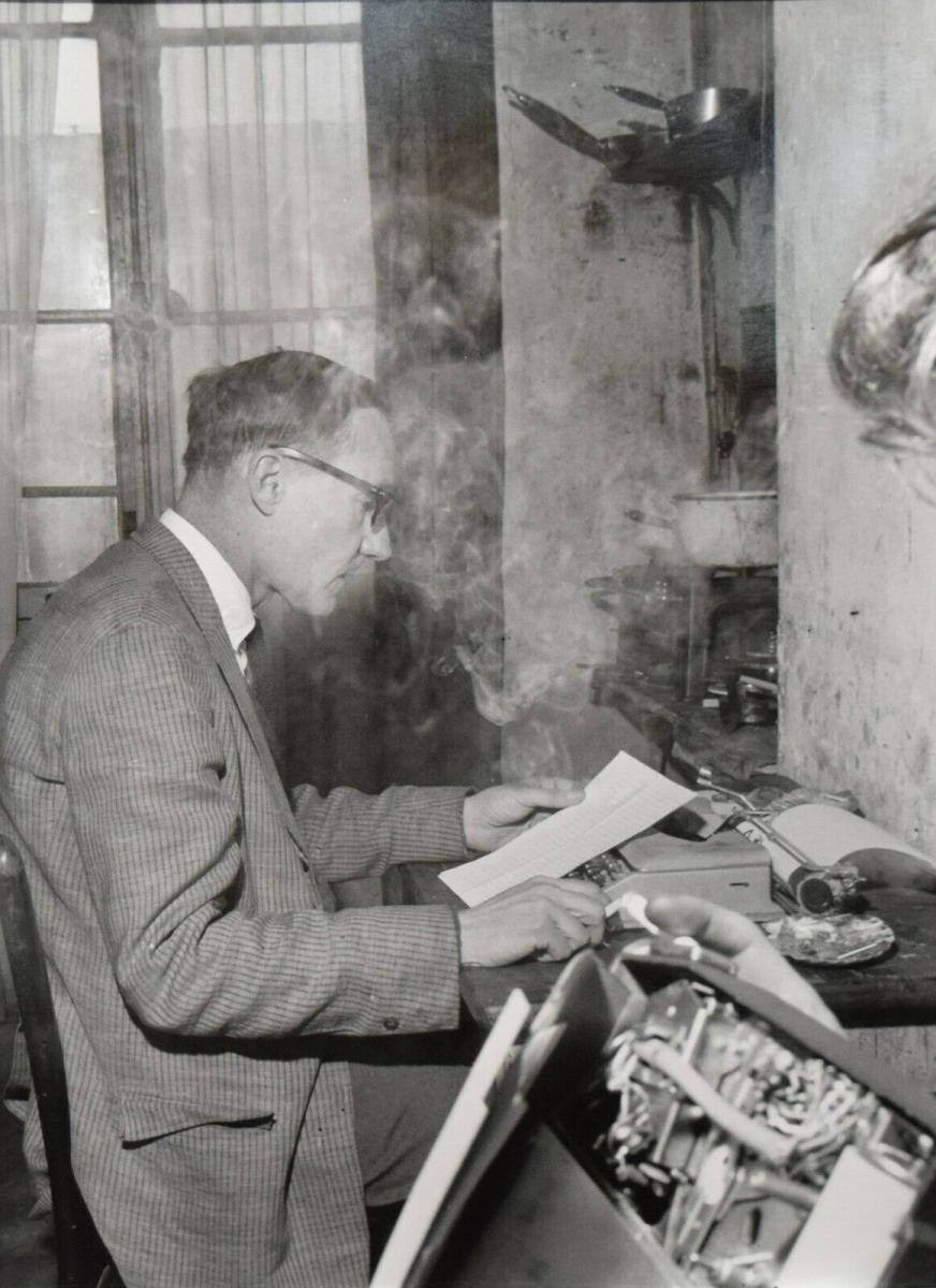 BEAT GENERATION – BURROUGHS AN DER SCHREIBMASCHINE ORIG.-PORTRÄTPHOTO PARIS 1962 0