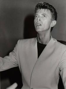 DAVID BOWIE, ORIGINAL-VINTAGE-PORTRAIT-PHOTOGRAPHIE ROM 1991. FORMAT 40 X 30 CM.