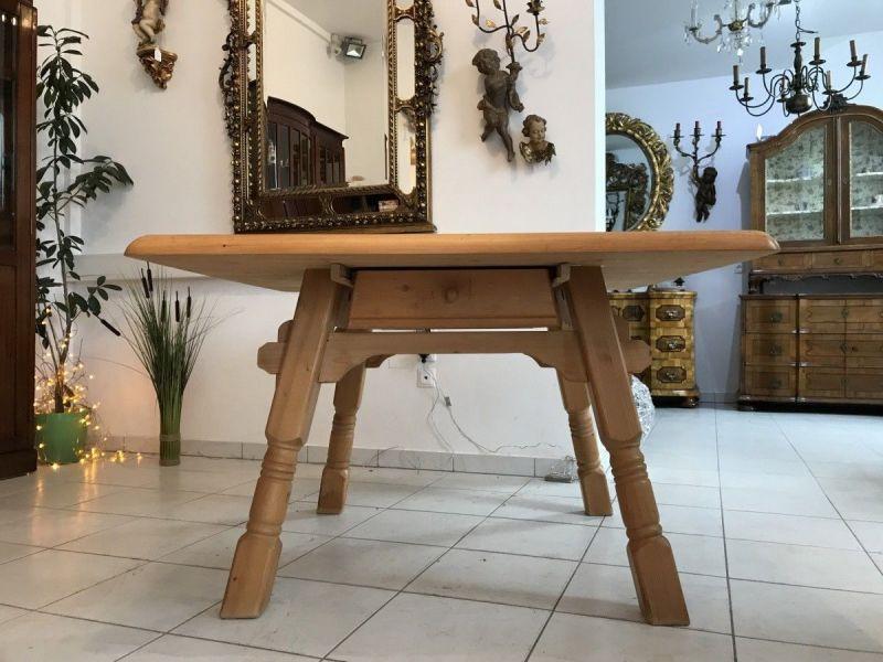 Uriger massiver Tisch Bauerntisch Jogltisch Landhaustisch W3606