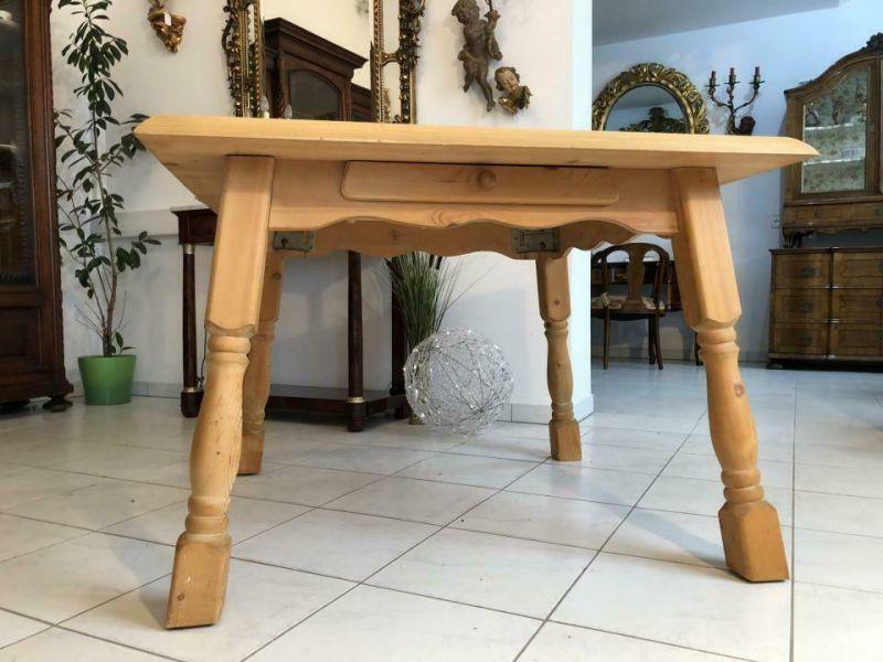 Massiver alter Bauerntisch Beistelltisch Küchentisch Tisch X1118