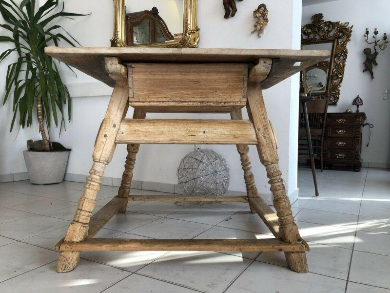 Alter Jogltisch  Tisch Bauerntisch Landhaustisch Naturholz Z1403