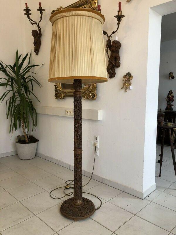 Beschnitzte Stehlampe Stehleuchte mit 1 Brennstelle Traumexemplar Z1278