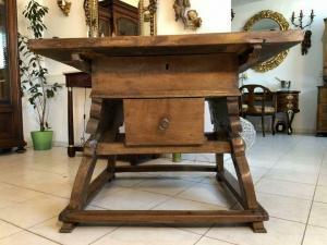 Alter massiver Tisch Bauerntisch Jogltisch Landhaustisch Nussbaum X1146