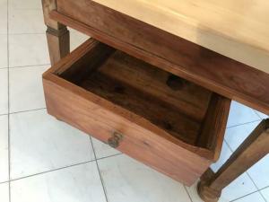 Steirischer Bauerntisch Bauernmöbel Beistelltisch Tisch provinziell W3349