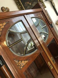 Originaler Jugendstil Säulenschrank Blumenschrank Glasschrank Bücherschrank Z190