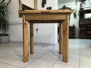 Massiver Jugendstil Bauerntisch Tisch Landhaustisch Naturholz Z2349