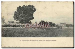 Ansichtskarte AK Militaria Ecoles a feu En attendant les ordres Une invasion de moutons Canons
