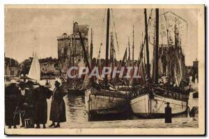 Ansichtskarte AK La Rochelle Brin de causette en attendant les pecheurs Bateaux de peche