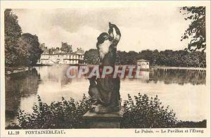 Ansichtskarte AK Fontainebleau Le Palais Le Pavillon et l'Etang
