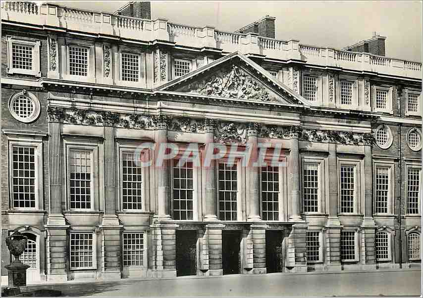 Moderne Karte Hamptron Court Palace Middlesex The East Front designed by Sir Christopher Wren 0