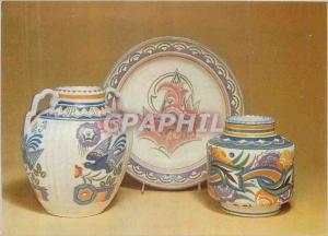 Moderne Karte Victoria and Albert Museum Group of two Vases and a Dish